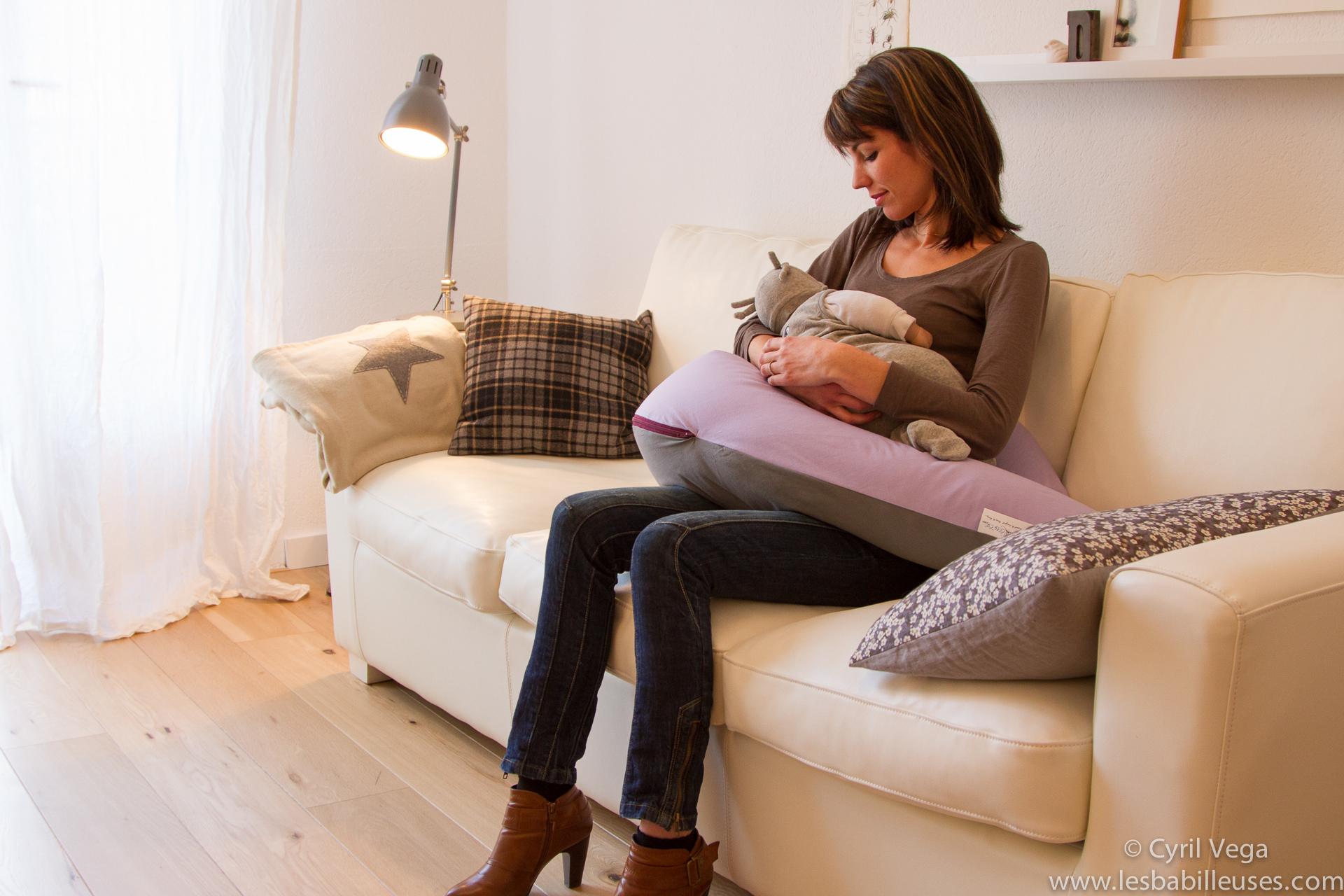 10 choses v rifier avant d acheter votre coussin d allaitement les babill - Lit bebe allaitement ...
