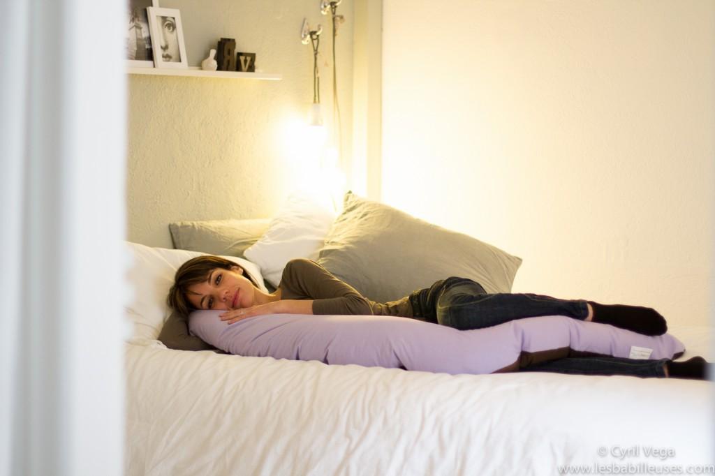 Mieux dormir enceinte. Les Babilleuses. Coussin de maternité